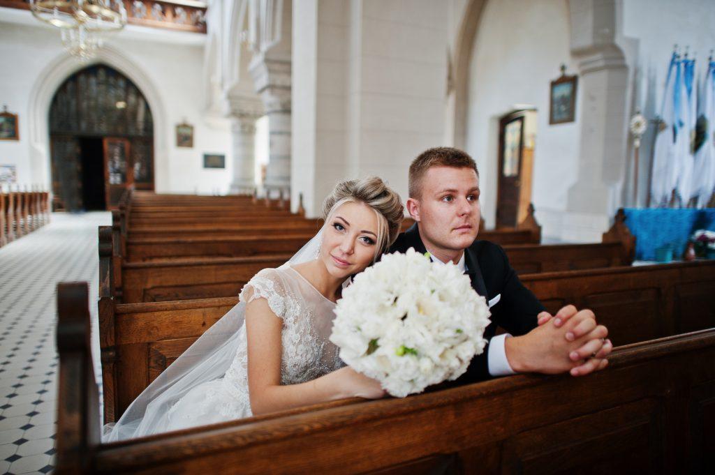 6 Wedding Accessories For Your Elegant Church Wedding